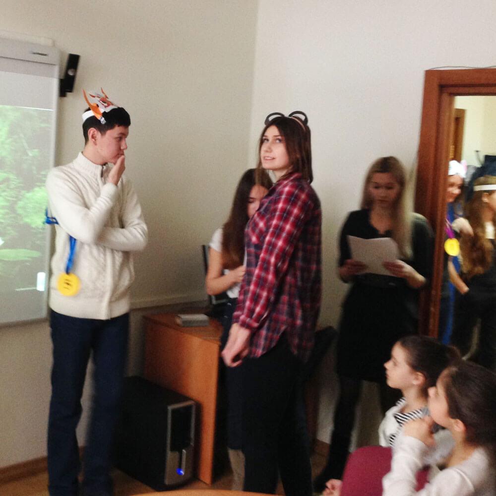 В пьесе участвуют преподаватели и ребята из нашей школе